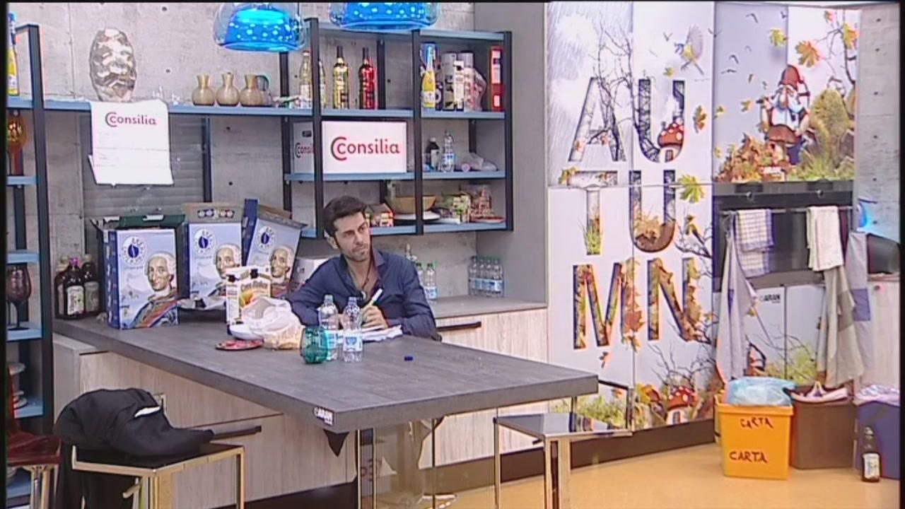 Video grande fratello vip le ordinazioni al tavolo clip mediaset on demand - Tavolo da pranzo grande fratello ...