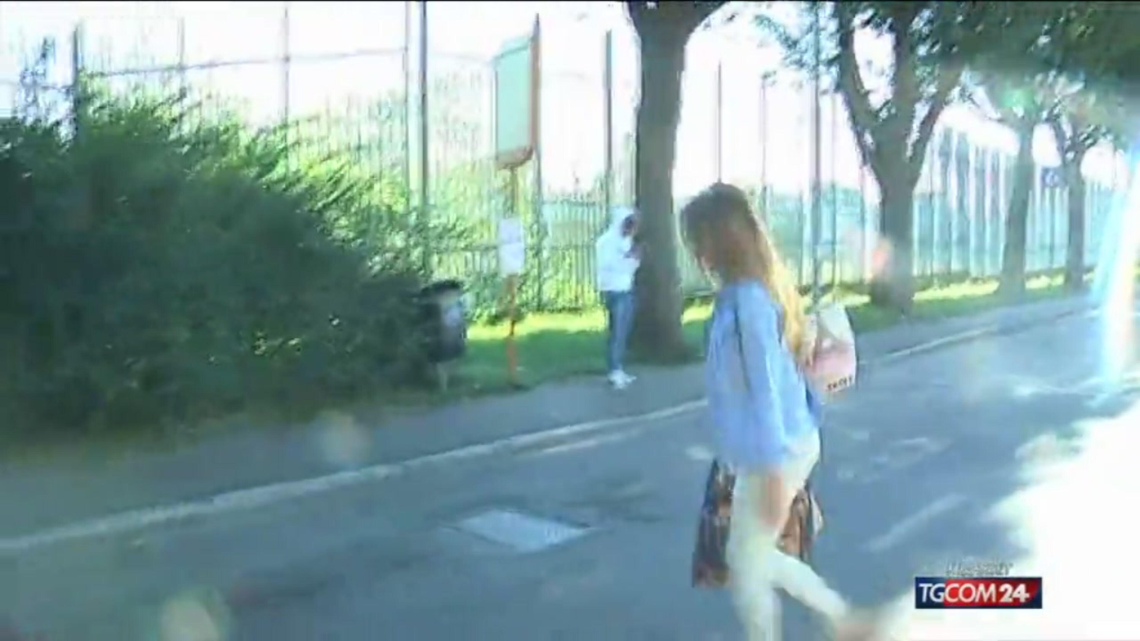 Video tgcom24 yara la moglie di bossetti visita il - Video marito porta la moglie a scopare ...