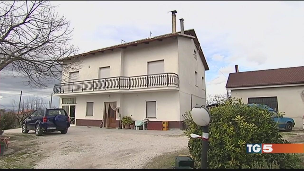 Video tg5 legata mani e piedi uccisa per 300 euro for 300 piedi quadrati a casa