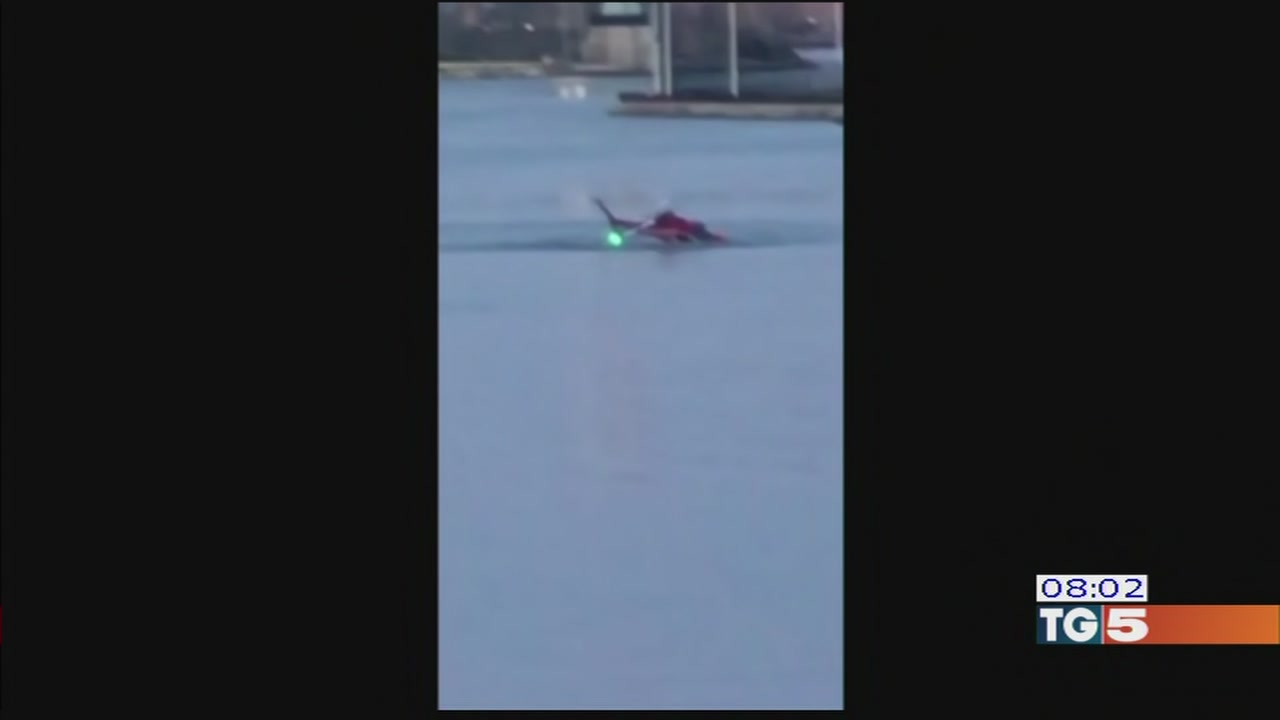 Elicottero Mediaset : Video tg elicottero precipita a new york morti
