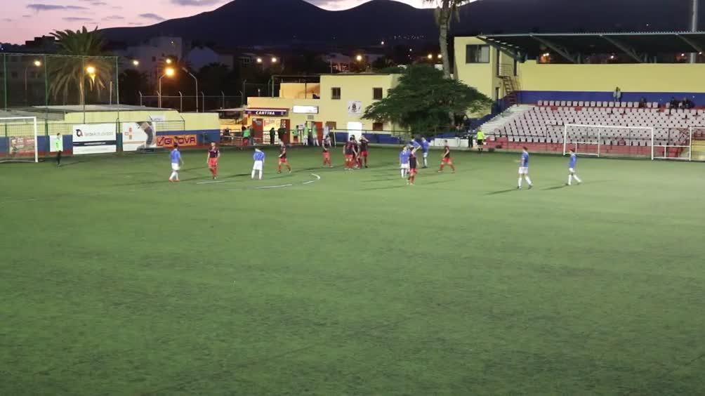 Video tgcom24 spagna violenta rissa tra due pap durante for Sono due in una partita di calcio