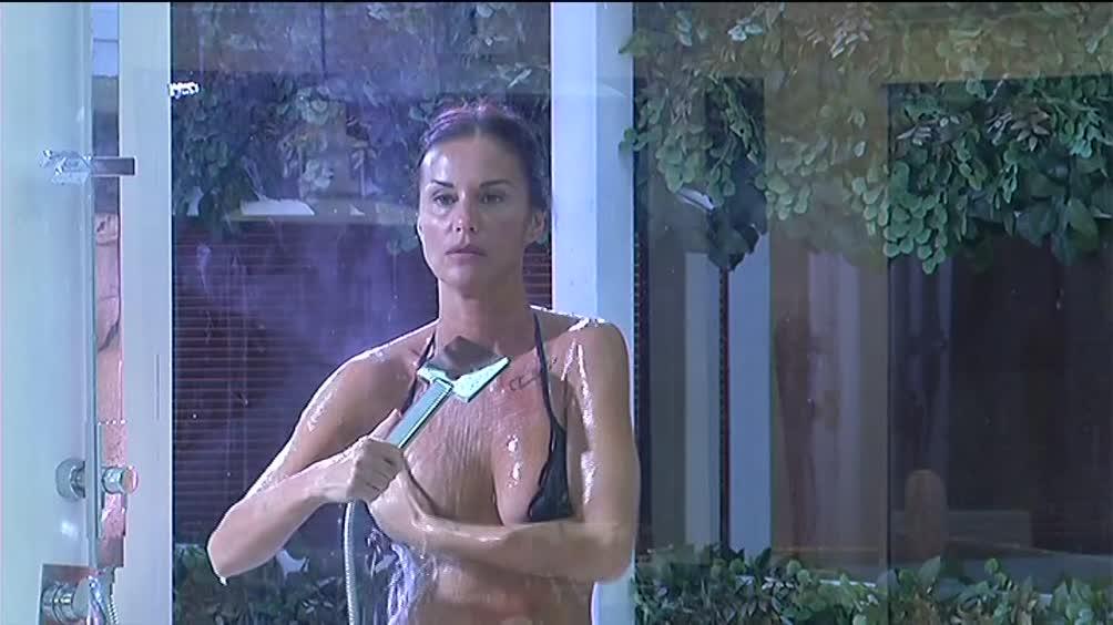 Video Grande Fratello VIP: La doccia di Antonella - CLIP  MEDIASET ON DEMAND