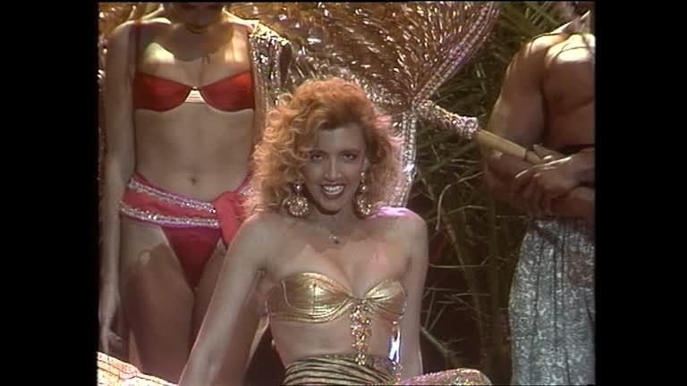 Video Bellezze al bagno: Una Milly Carlucci...caliente - CLIP ...