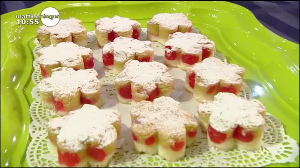 Dolcetti di mandorle con ciliegie candite