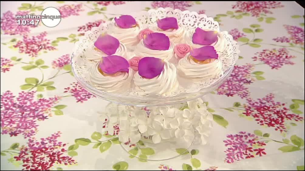 Meringhe con petali di rosa