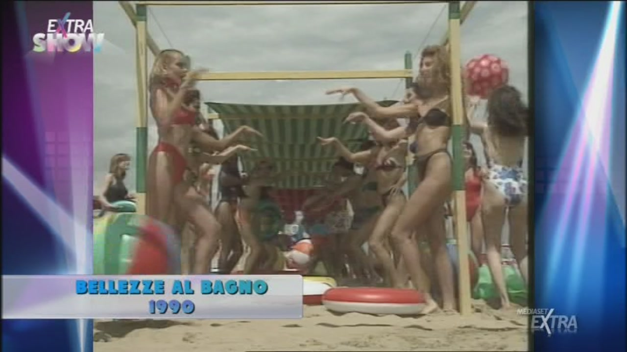 Video Extra Show: Bellezze al bagno - CLIP | MEDIASET ON DEMAND